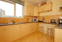 2 bedroom Flat to rent in Grosvenor Court Rayners...