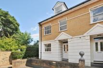 3 bedroom house in Cavalry Gardens Putney...