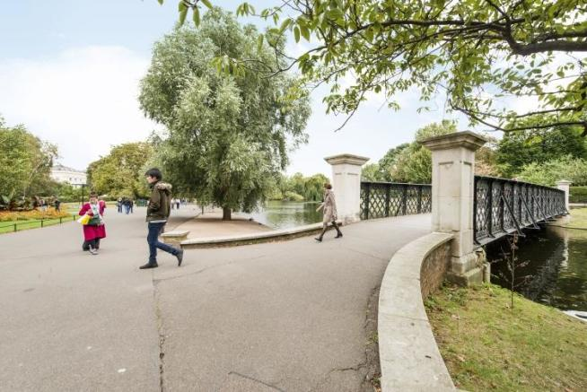 Regents Park Entr...