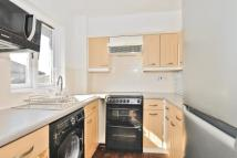 Flat in Peartree Avenue...