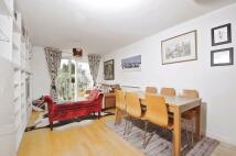2 bedroom Flat in Garratt Lane Earlsfield...