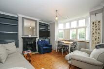 2 bedroom Flat in Burntwood Lane...