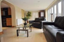 Flat to rent in Ridings Avenue, London...