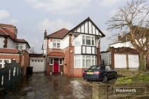 Link Detached House in Powys Lane, London, N14