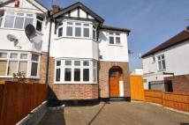 3 bed property in Milton Grove, London, N11
