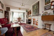 4 bed semi detached house in The Mall, London, N14
