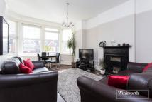 2 bed Maisonette in Derwent Road, London, N13