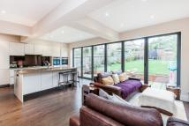 4 bedroom house in Lonsdale Drive, Enfield...