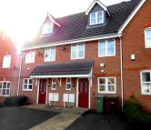 Town House to rent in Marsden Close...
