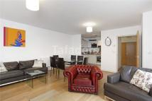 Flat to rent in Wallwood St, Bow, E14