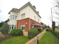 2 bed Flat to rent in Queen's Park South Drive...