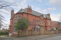 Flat to rent in Clumber Crescent South...