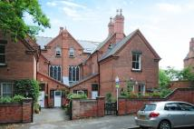 2 bed Flat to rent in Elmhurst...