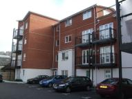 Flat to rent in Abercromby Avenue...