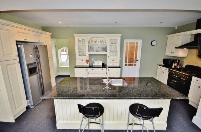 Kitchen / Brea...