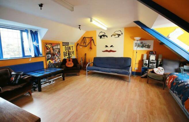 Bedroom / Game...