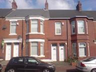 Flat to rent in Simonside Terrace...