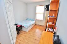 1 bedroom Studio flat to rent in Heaton...