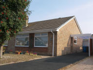 Semi-Detached Bungalow to rent in BROADWOOD WAY...