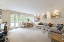2 bedroom Flat in Elm Park Gardens, London...
