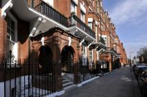 Flat for sale in Pont Street...