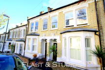 Terraced house to rent in Poynings Road, Archway