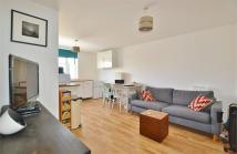 Flat to rent in St James's Street...