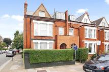Flat to rent in Marius Road, Balham...