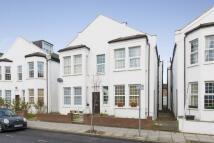 Maisonette in Robinson Road, London...