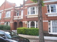 Flat to rent in Dinsmore Road, Balham...