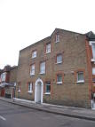 Flat to rent in Cathles Road...