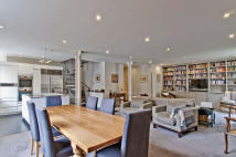 3 bed Maisonette in Tanners Yard, Long Lane...