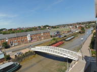 Apartment to rent in Ship Wharf, Colchester...