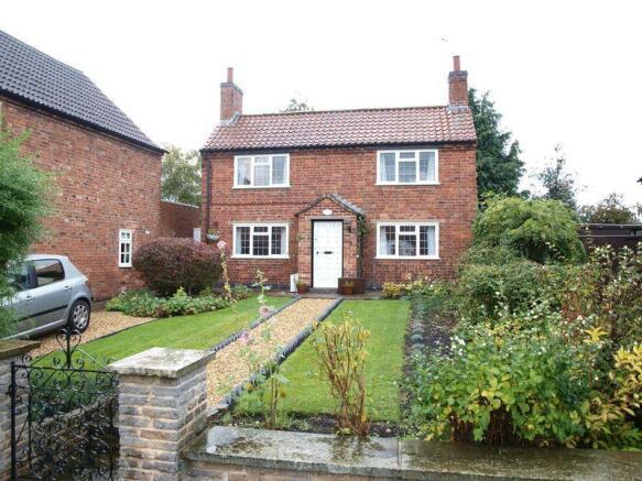 3 bedroom detached house to rent in albert street for Nottingham cottage interior