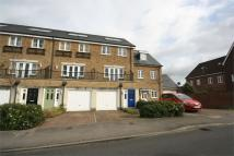 4 bed Town House to rent in Manor Road, Farnham...