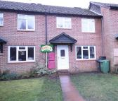 Terraced house to rent in Grafton Close, Whitehill