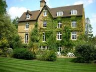 Flat to rent in Grantbourne Castle Grove...