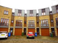 property to rent in Coombe Way Farnborough GU14 7FY