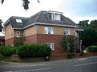 Flat to rent in Eaton Court Camberley...