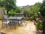 2 bed Flat in Lynton Road, Acton