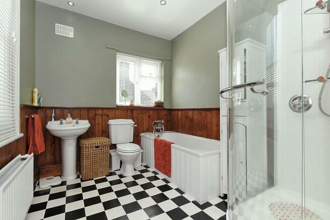 Cam-1st-Flr-Bathroom.jpg