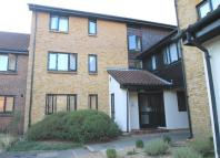 Flat in Badger Close, Feltham