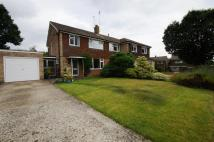 3 bed semi detached house in Weald Close, Horsham