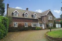 6 bedroom Detached house in Three Bridges Road...