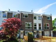 POUND HILL Flat to rent