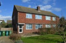 2 bed Maisonette to rent in Chertsey Road, Ashford...