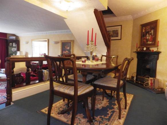 RAISED DINING AREA