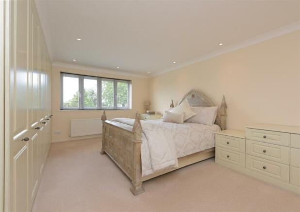Master Bedroom Suite (rear)