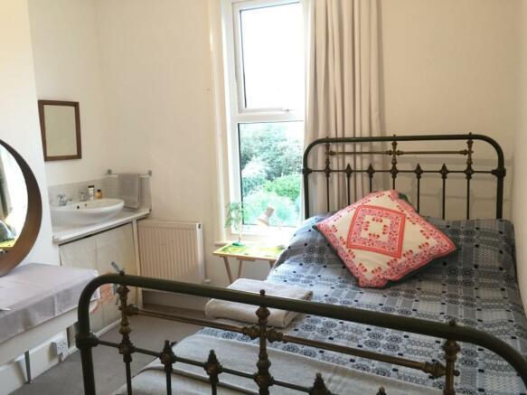duncan road bedroom.jpg