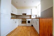 Flat to rent in Geldeston Road, London